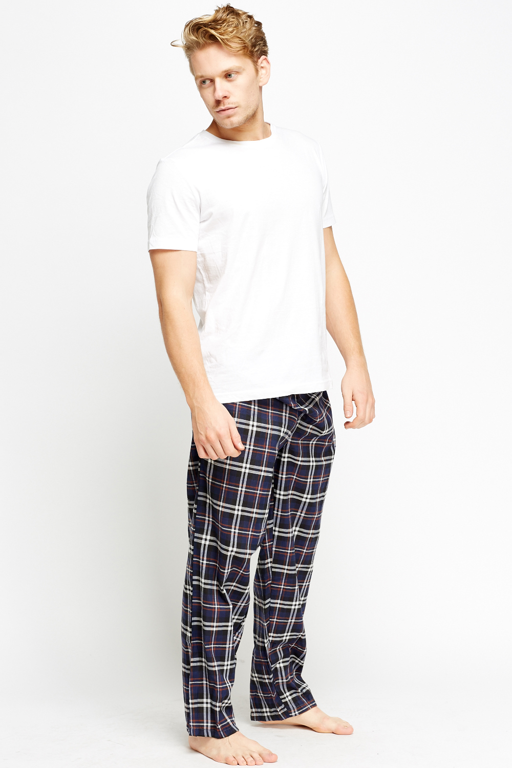 Discover the men's loungewear range at ASOS for an extra comfy time. From slouchy jersey tops & bottoms, to tanks & sleepwear with ASOS.
