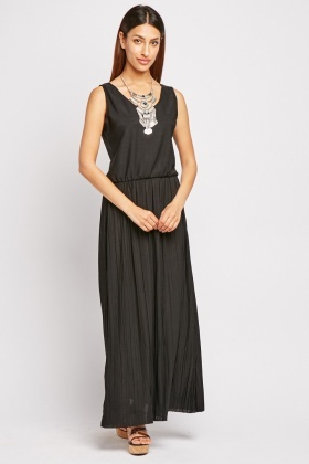 Scoop Neck Pleated Maxi Dress
