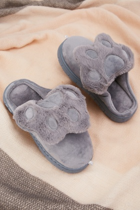 Paw Pattern Fluffy Slippers $6.70