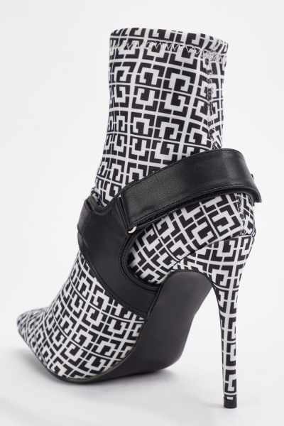 Illusion Print Pointy Boots