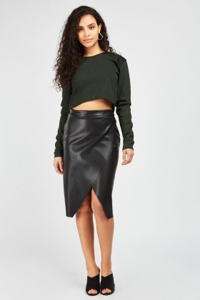 Dogtooth Dip Hem Crop Top