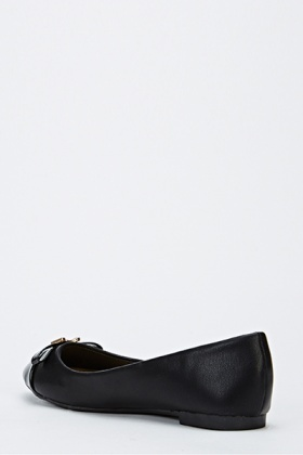 Encrusted Buckle Front Pointed Shoes