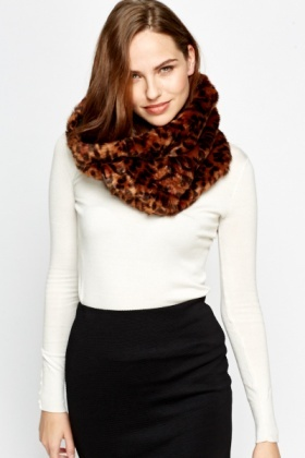 Faux Fur Leopard Print Snood