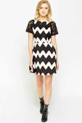 Contrast Sleeve Zig Zag Dress