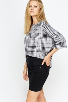 Mono Houndstooth Dip Hem Crop Top