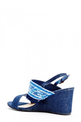 Woven Pattern Fringed Wedge