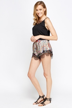Lace Hem Printed Hotpants