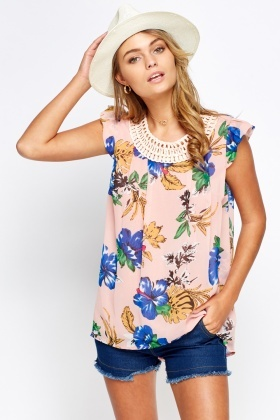 Contrast Neck Printed Top