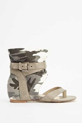 Camouflage Contrast Flip Flop Wedged Sandals
