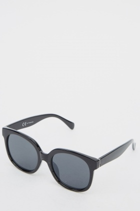 classic wayfarer sunglasses  Classic Wayfarer Sunglasses - Black or Black/Blue - Just 拢5