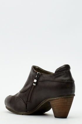 Button Detailed Ankle Boots