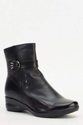 Buckle Detailed Black Wedged Boots