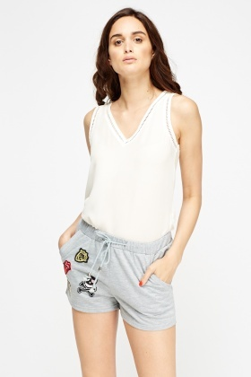 Badged Front Casual Shorts