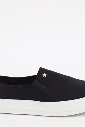 Flower Detailed Slip On Shoes