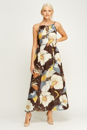 Wagchic Halter Neck Maxi Printed Dress