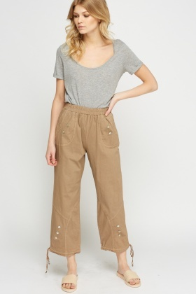 Button Detailed Cropped Trousers