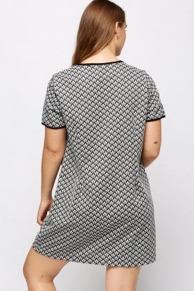 Cut Out Detail Zig-Zag Dress