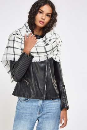 Checked Frayed Trim Scarf