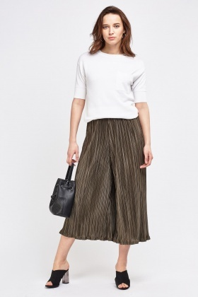 Pleated Wide Leg Cropped Trousers