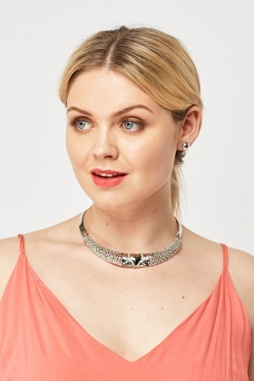 Detailed Collar Necklace