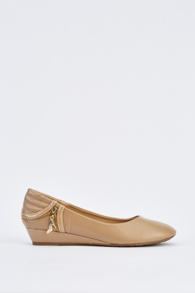 Detail Back Low Heeled Pumps