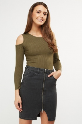 Ribbed Cut Out Shoulder Top
