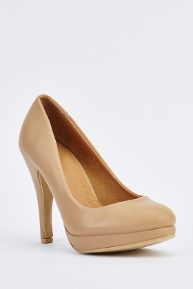 Pointed-Toe Platform Pumps