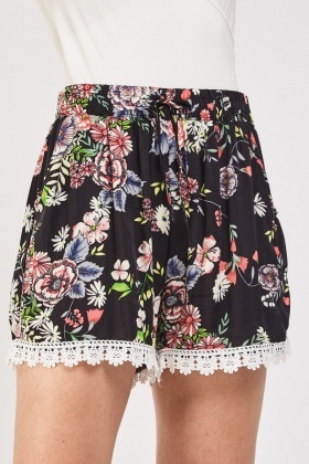 Crochet Trim Printed Thin Shorts