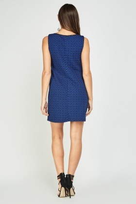 Textured Twin Pocket Flaps Shift Dress
