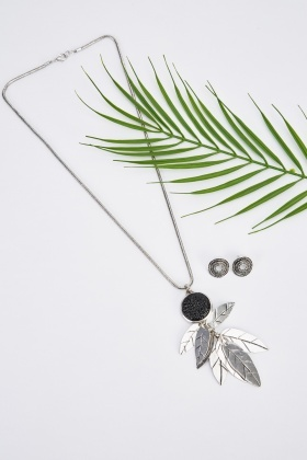 Detailed Leaf Dangled Necklace And Earrings Set
