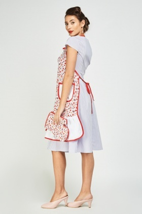 Printed Frilly Hem Apron And Oven Glove Set