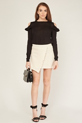 Frilly Cold Shoulder Knit Top