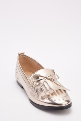 Bow Front Metallic Fringed Shoes