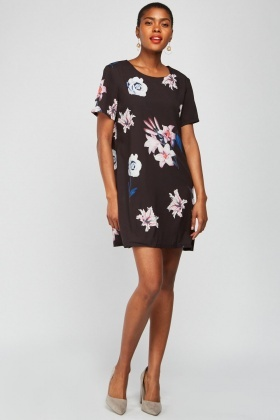 Round Neck Floral Shift Dress
