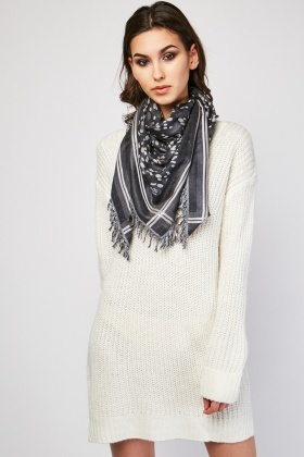 Dotted Fringed Woven Scarf