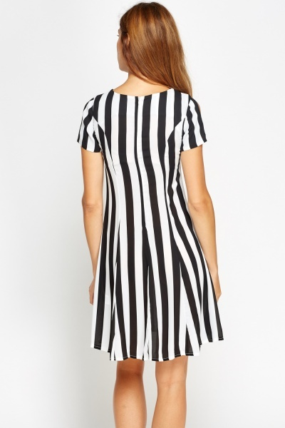 Mono Cut Out Sleeves Shift Dress