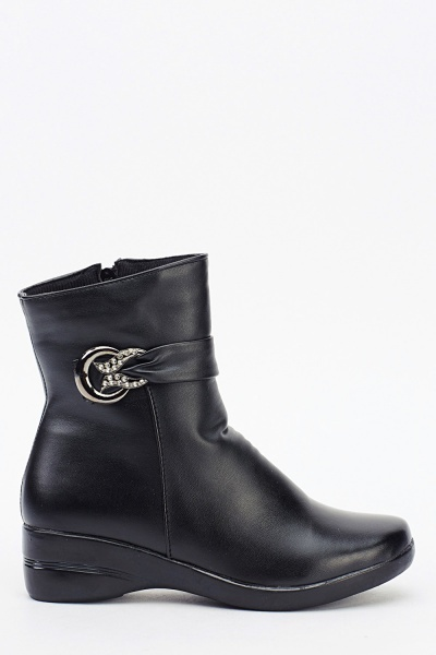 Black Detailed Side Boots
