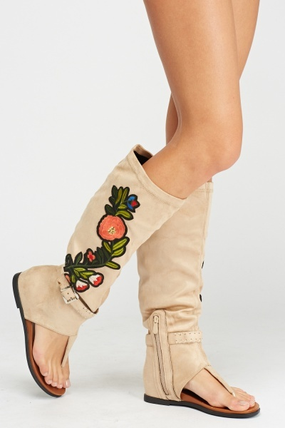 Aplique Suedette High Knee Sandals