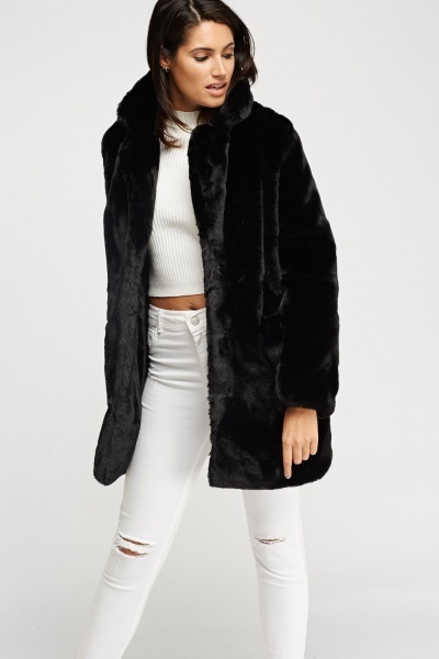 Fur coat in black