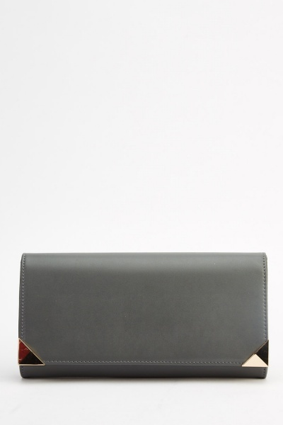 Detailed Corner Clutch Bag