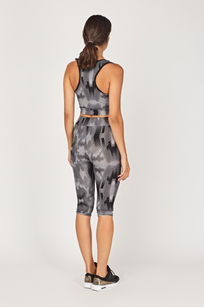 Printed Sports Crop Top And Cropped Leggings Set