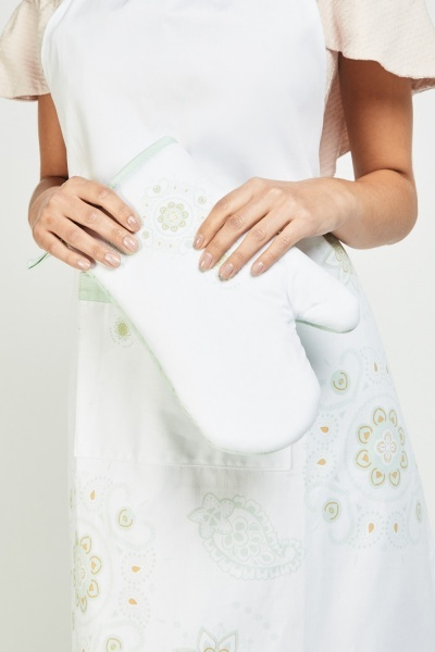 Arabesque Print Apron And Oven Glove Set
