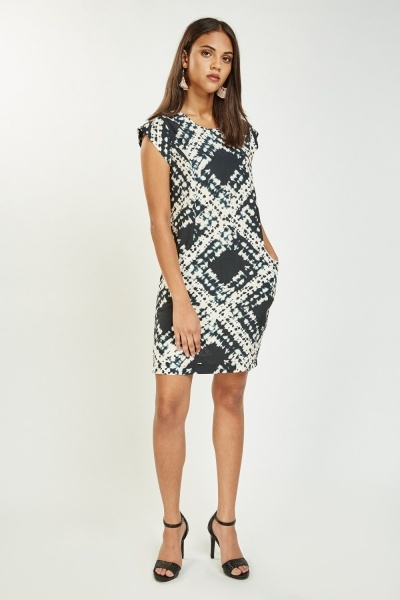 Twin Pocket Front Printed Shift Dress