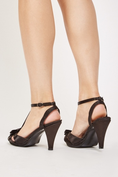 Bow Front T-Strap Sandals