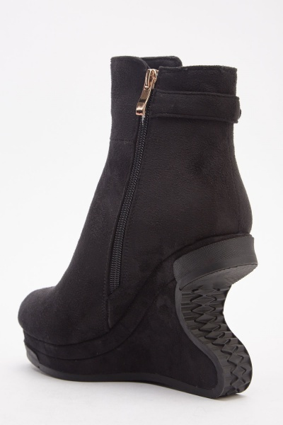 Detailed Wedged Suedette Boots