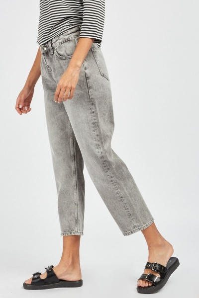 Mid Rise Crop Jeans