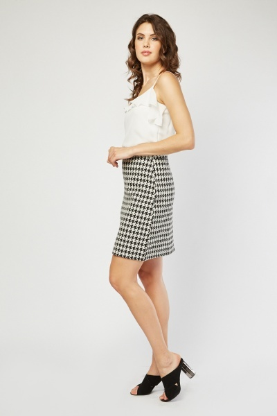 Textured Mini Houndstooth Skirt