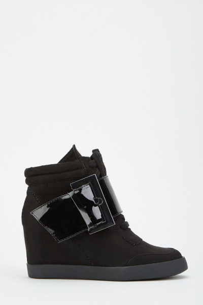 LOST INK Kristen Buckle Heel Wedge