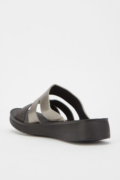 Contrasted Straps Sliders