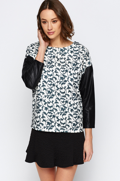 Contrast Sleeve Graphic Top